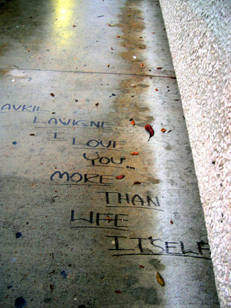 avril lavigne love on the sidewalk of koreatown town, the town of korea which is not a town