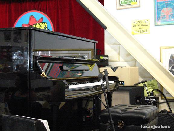 BREAKING OPERATION CLUSTERFUCK UPDATE: Pianos, People Await Parisian-British Co-Invasion