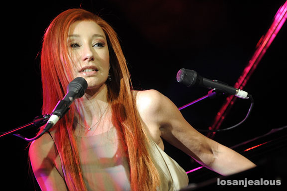 Nathalie a Sanremo 2011 - Pagina 2 Tori_amos_07