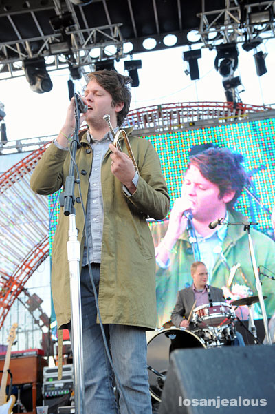 2009 Treasure Island Festival: Beirut, Edward Sharpe & The Magnetic Zeroes and Bob Mould
