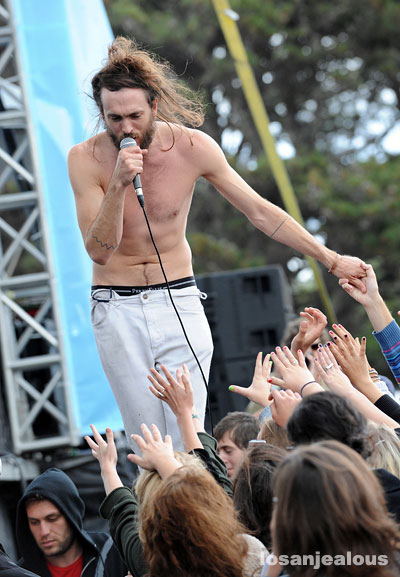 Edward_Sharpe_and_the_Magnetic_Zeroes_02