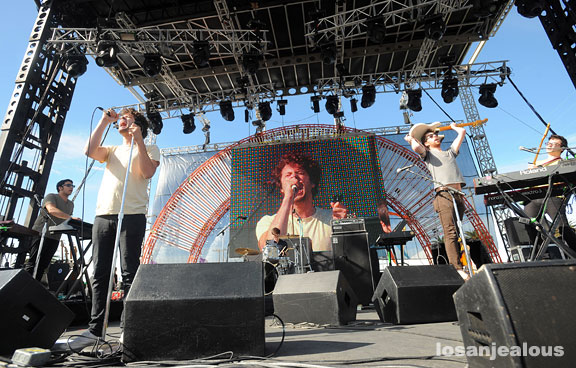 2009 Treasure Island Festival, Day 1: Passion Pit, The Streets, Murs & MSTRKRFT