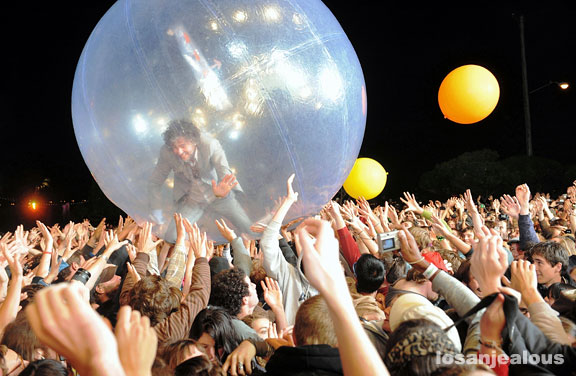 The Flaming Lips w/ Stardeath and White Dwarfs <em>Dark Side of the Moon</em> out on iTunes Today