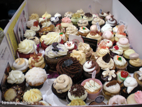 All 40 Entries in the 2010 LA Cupcake Challenge--A Cupcake-by-Cupcake Analysis