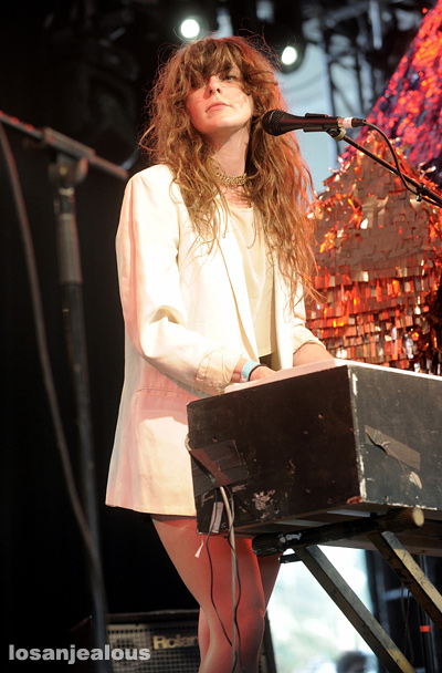Beach_House_Coachella_2010_08