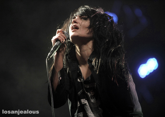 The_Dead_Weather_Coachella_2010_04