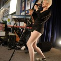 robyn_amoeba_hollywood__07-23-10_07
