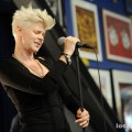 robyn_amoeba_hollywood__07-23-10_13