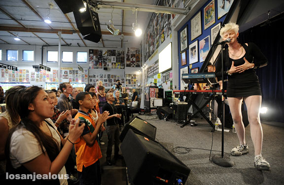 robyn_amoeba_hollywood__07-23-10_17