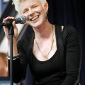 robyn_amoeba_hollywood__07-23-10_21