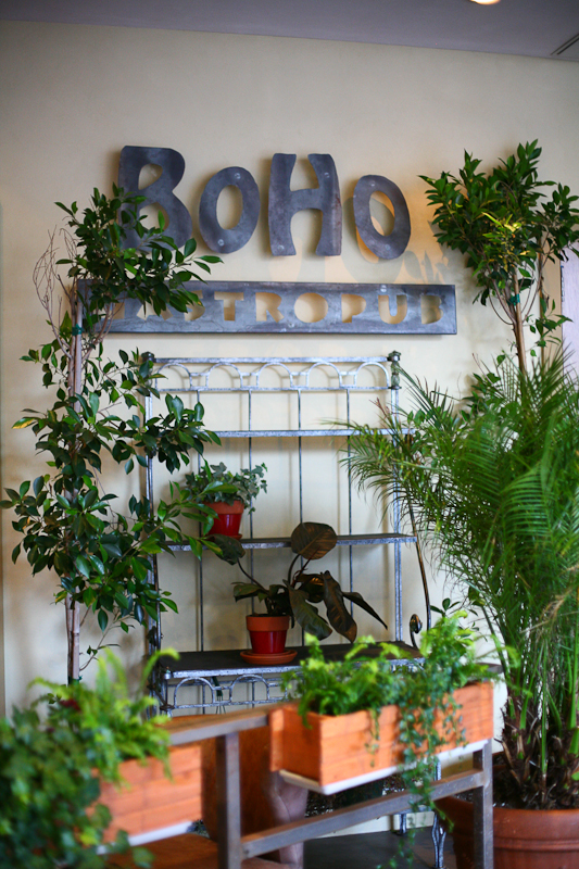 "BoHo: The Pleasing Pub In a Hollywood ""Mall"""