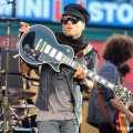 Lenny_Kravitz_Angel_Stadium_June_18_2011_11