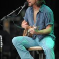 eddie_vedder_santa_barbara_bowl_07-09-11_02