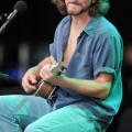 eddie_vedder_santa_barbara_bowl_07-09-11_07