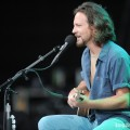 eddie_vedder_santa_barbara_bowl_07-09-11_09