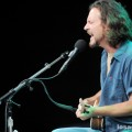 eddie_vedder_santa_barbara_bowl_07-09-11_10