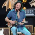 eddie_vedder_santa_barbara_bowl_07-09-11_11