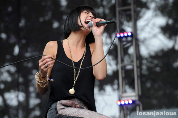 phantogram_2011_outside_lands_04