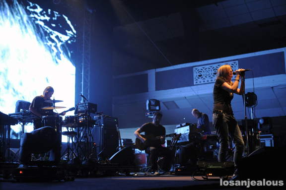 Portishead_Shrine_Expo_Hall_10-19-11_16