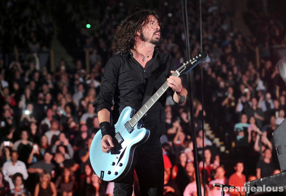 foo_fighters_the_forum_10-14-11_02