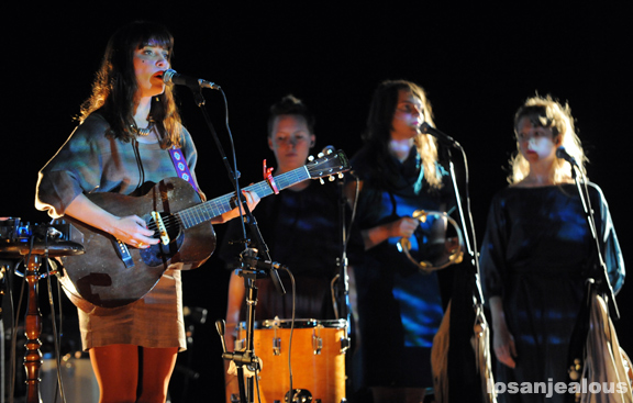 Feist_Wiltern_Theatre_11-12-11_01