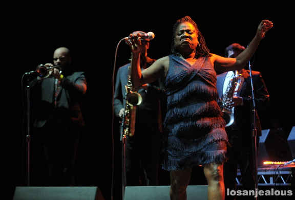 Sharon_Jones_Dap-Kings_12-01-11_12
