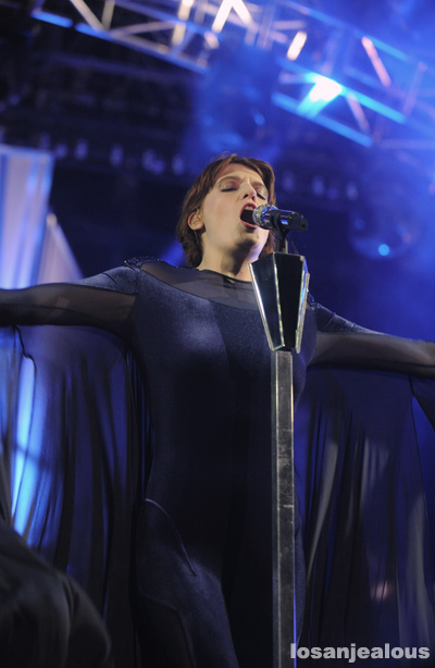 Florence_+_The_Machine_Coachella_2012_04