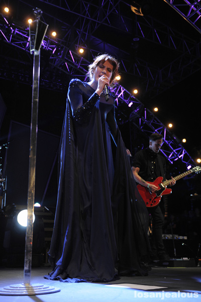 Florence_+_The_Machine_Coachella_2012_14