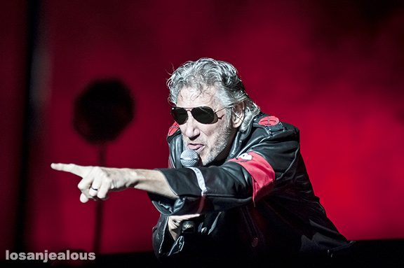 Roger_Waters_The_Wall_LA_Coliseum_04