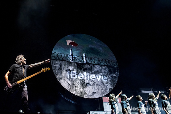 Roger_Waters_The_Wall_LA_Coliseum_25