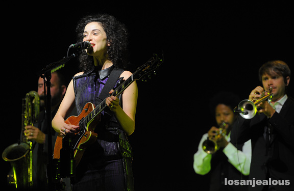 David_Byrne_St_Vincent_Greek_Theatre_07