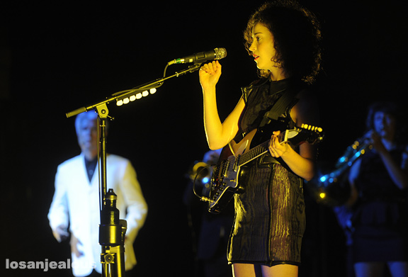 David_Byrne_St_Vincent_Greek_Theatre_12