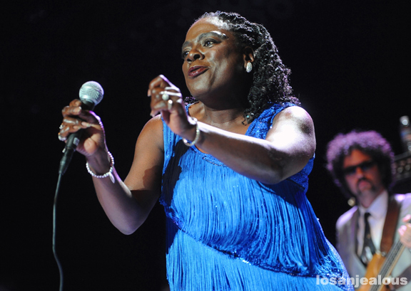 Sharon_Jones_Greek_Theatre_10-19-12_02