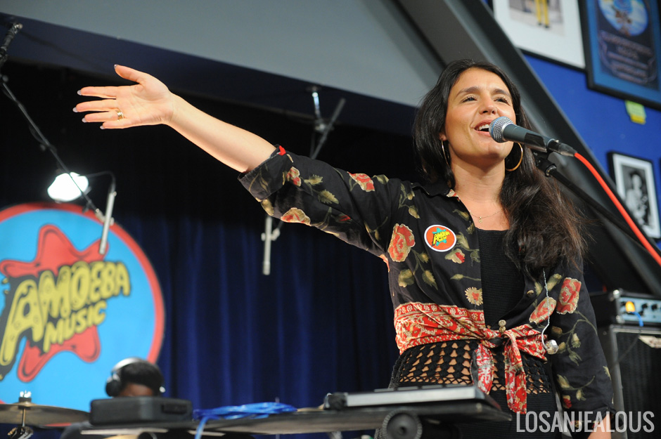 Jessie_Ware_Amoeba_01-22-13_22