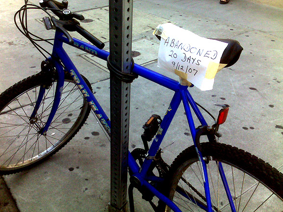ABANDONED BIKE! PLEASE CLAIM