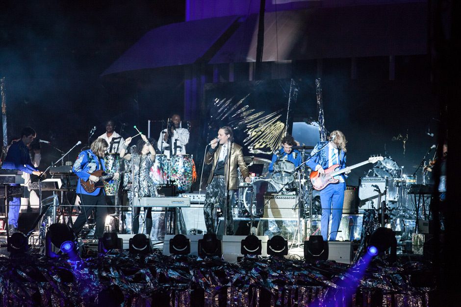 PHOTO-4---Arcade-Fire-perfo