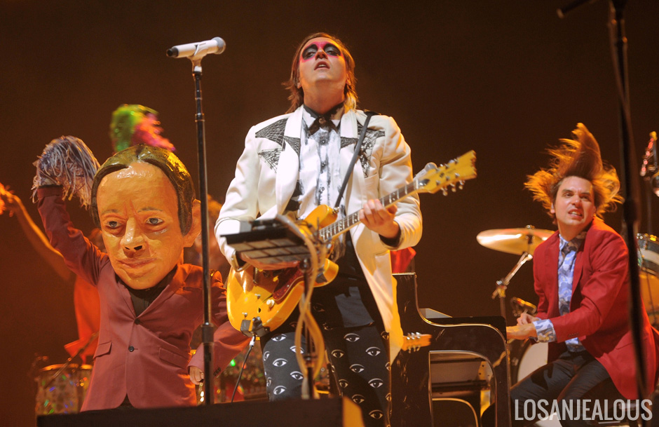 Arcade_Fire_Coachella_2014_W2_02