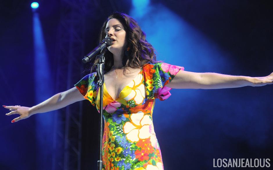 Lana_Del_Rey_Coachella_2014_W2_04
