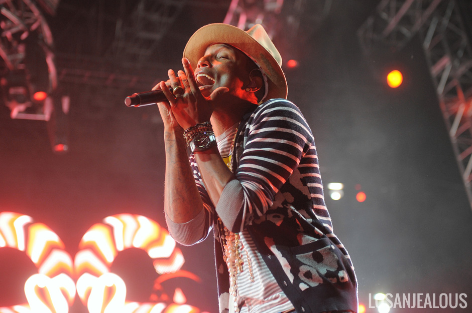 Pharrell_Coachella_2014_W2_06