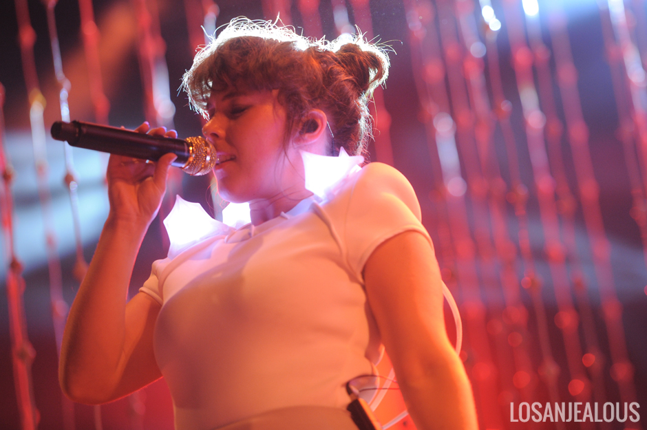 A True Spectacle Purity Ring Finish Tour With Theatrical Lightshow At The Fox B Side