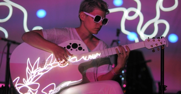 Photos: Kaki King @ Sunstock Solar Festival, June 18, 2016