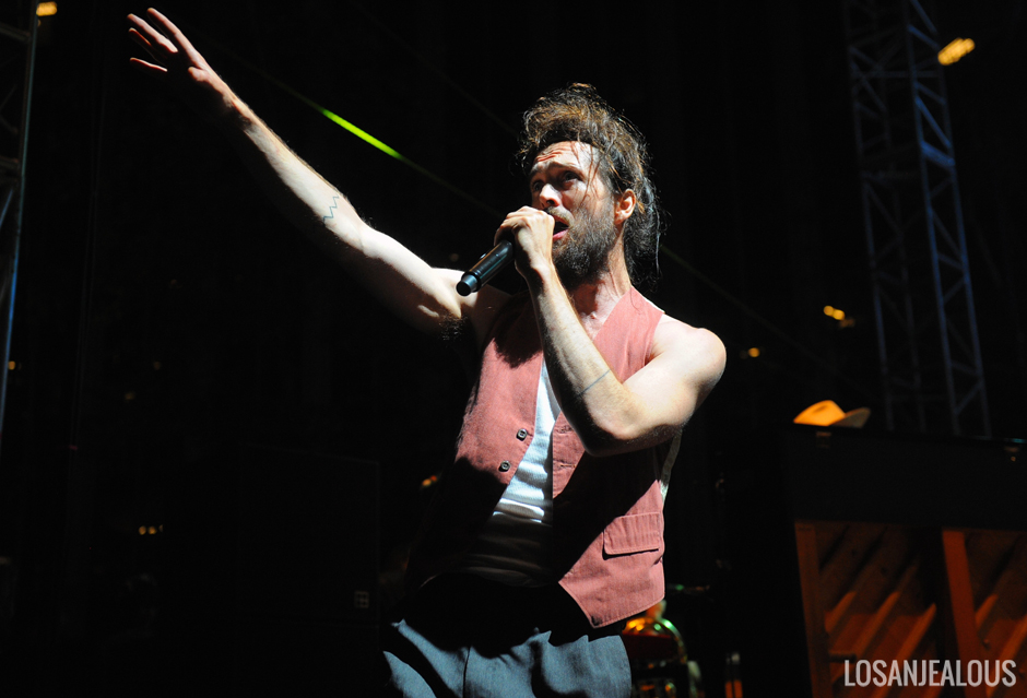 Edward_Sharpe_and_The_Magnetic_Zeros_Sound_In_Focus (12)
