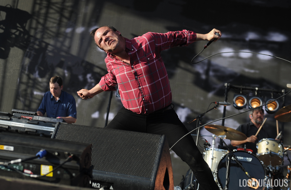 Future_Islands_Coachella (1)