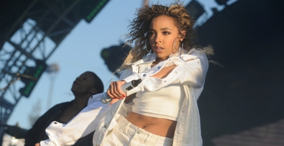 Photos: Tinashe @ Air + Style 2018 | LA Expo Park