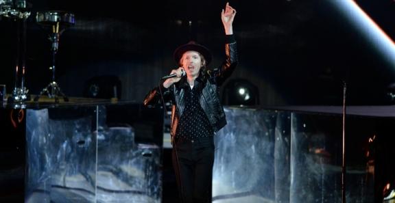 Photos: Beck @ FivePoint Amphitheatre, July 17, 2019