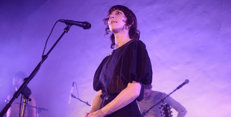Photos: Aldous Harding @ Masonic Lodge at Hollywood Forever, October 24, 2019